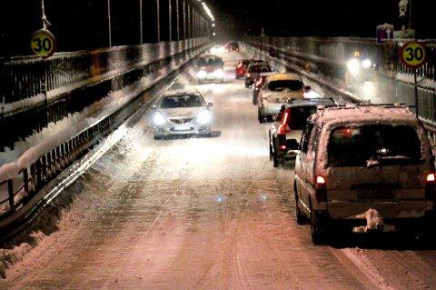 I kveld ble arbeidet på Tromsøbrua ferdig, utstyret pakket bort og brua åpnet for trafikk. Foto. Sissel Wessel-Hansen