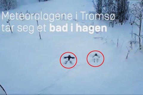 """Her ligger meteorologen og konsulenten i puddersnøen utenfor Meteorologisk institutt i Tromsø. Snart blir det langt vætere i """"bassenget"""" utenfor. Foto: Meteorologisk institutt."""