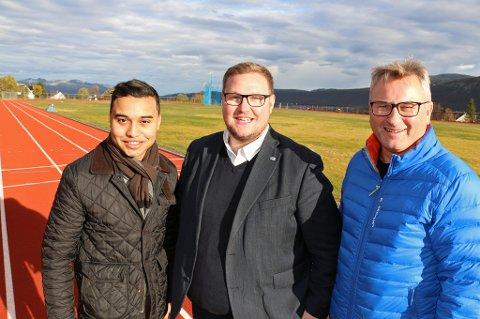 Høyre-trioen Sebastian Henriksen (f.v), Erlend Svardal Bøe og Tormod Ingebrigtsen mener friidrettsanlegget på Valhall bør omreguleres til boligformål. Inntektene av salget vil de bygge nye idrettsanlegg i Tromsø for.