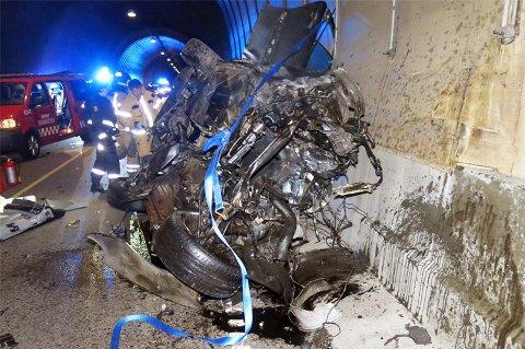 Bilen ble totalvrak i ulykka i Sørdalstunnelen i Kvæfjord.
