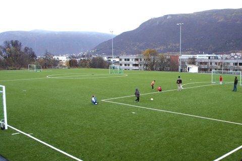 STØRRE TANKER: Mens det jobbes med TILs fotballhall ved Bjerkakerbanen er det sådd en tanke om å bygge en normalhall for andre idretter rett ved siden av.