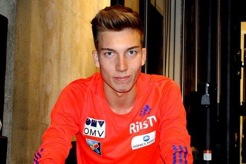 KLAR TIL START: Johann André Forfang sitter på bommen når verdenscupen i hopp åpner i polske Wisla til helga. Tromsøgutten er samtidig veldig begeistret for anleggsutviklingen som har skjedd i barndomsbakkene hans i Grønnåsen.