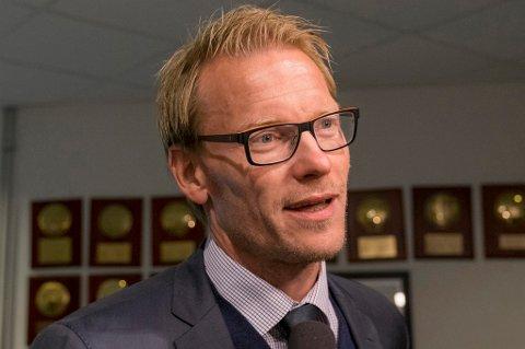 STOR ENDRING: Ole Martin Årst mener inntrykkene fra sine besøk i og rundt TIL i år har vært som natt og dag. Han mener ting er mer sammensatt enn bare trenerbyttet i klubben, men er imponert over den stemningen og holdningen som har dukket opp under Simo Valakari.
