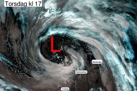 Stormen sett fra verdensrommet. Det er observert full storm på Fruholmen fyr, og orkan på Sluskfjellet, Sørøya. Foto: Meteorologisk institutt