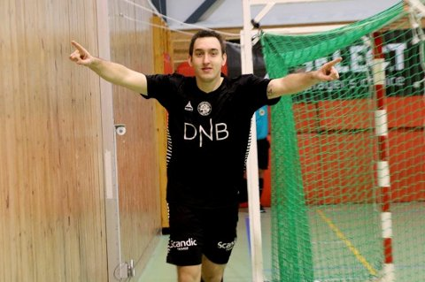 TRE AV FEMTEN MÅL: Milos Vucenovic scoret tre mål i oppgjøret mellom Sjarmtrollan og Nord/Sprint. Hele tolv mål til ble det scoret.