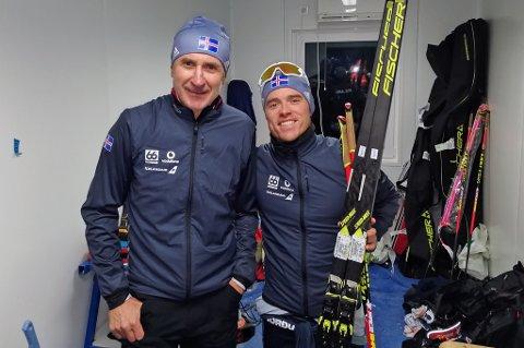 ISLANDSK GLEDE: Snorri Einarsson (t.h) med skismører Dag Elvevold (t.v) under verdenscupen i Ruka. 22.plassen er historisk bra for Island. Einarsson håper på gode plasseringer i OL. Dit reiser også Dag Elvevold, som en av to i det islandske støtteapparatet. Kontrasten til Norges apparat på godt over 30 personer er enorm.
