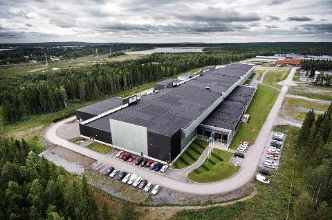 Dette er datasenteret til Facebook i Luleå. Bildet ble publisert på Mark Zuckerbergs egen Facebook-side, der han også forklarer at man bruker store vifter som trekker inn kjølig luft utenfra for å kjøle ned tusenvis av varme servere.