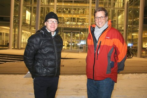 - BETYDELIG BIDRAG: Mathias Bimberg (til høyre) og Peter Simonsen representerer de tyske investorene bak vindkraftparken på Kvaløya. - Den vil gi et betydelig bidrag lokalt, sier Bimberg og viser blant annet til rundt 250 millioner i eiendomsskatt til kommunen.