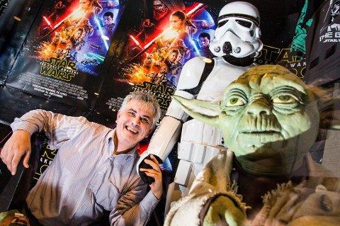 SUKSESSFORMEL: I forfjor så over 2500 Star Wars-premieren i Tromsø. Kinosjef Frank Bakmo skal gjenta suksessen på onsdag.