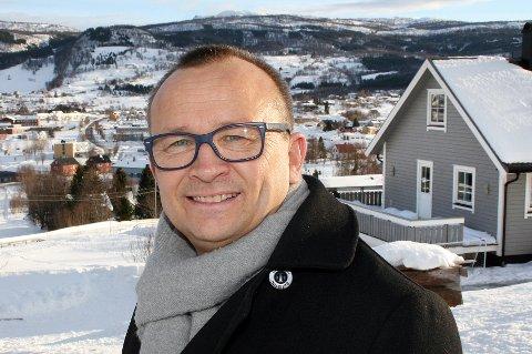 Ordfører Jan-Eirik Nordahl synes det er flott å hjelpe husstandene i Sørreisa med privatøkonomien.