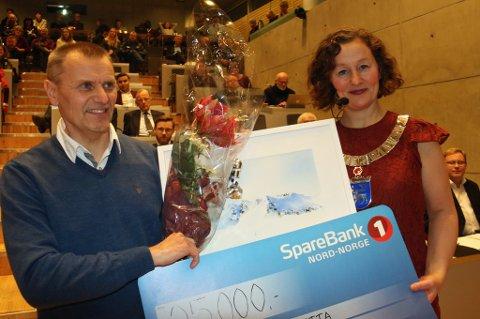 FIKK PRIS: MSM-sjefen Nils Isaksen Hætta fikk årets idrettspris i kommunestyret onsdag. Foto: Astrid Øvre Helland