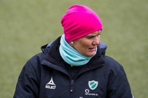 GIR SEG: Tidligere europa- og verdensmester Nina Nymark Jakobsen takker for seg i trenerapparatet til Fløya, som dermed må se etter både hovedtrener og assistenttrener til damelaget foran 2018-sesongen.