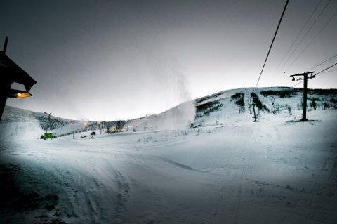 Akkurat nå er det masse snø i Tromsø alpinpark i Kroken. Men det spøker for forholdene om været slår til som det er meldt. Foto: Torgrim Rath Olsen
