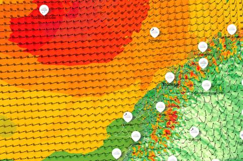 PÅ VEI: Lavtrykket passerer nord for Island og forårsaker uvær i Troms de neste dagene.