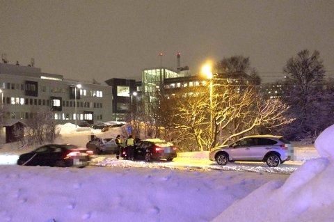 Tre biler har vært involvert i trafikkuhellet.