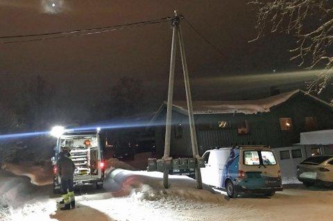 Nødetater rykket ut etter melding om brann i høyspentledning på Håpet.