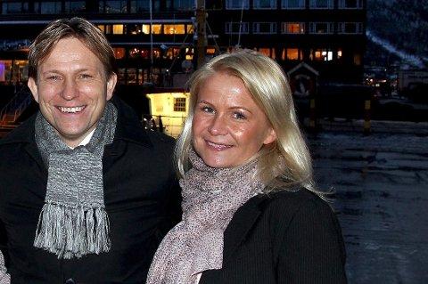 ALLE GODE TING ER TRE: Steinar Nilsen og Eirin Isabell Iversen skal fra første 1. janaur igjen jobbe sammen. Nå i Tromsø Taxi, hvor Iversen blir salgs- og markedsleder. Foto: Stian Saur