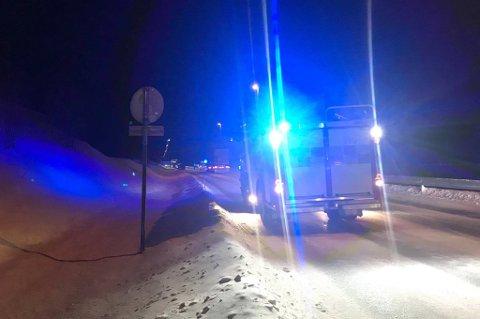En personbil og en lastebil er involvert i hendelsen ved Solstrand.
