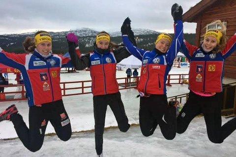 HOPPENDE GLAD: Fire jenter fra BOIF som markerte seg i helgens Norgescuprenn. Fra venstre: Silje Storaa, Ingrid Guldbrandsen, Sofie Schølseth og Lisa Valnes.