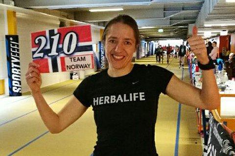 Trebarnsmoren og tromsølæreren Guro Skjeggerud bryter stadig nye grenser med løpesko på beina. I helga vant hun Espoo 24-timersløp i Finland, og kvalifiserte seg til VM i Nord-Irland.