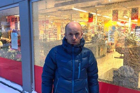 ButikksjefLeif ErikEinan ved Coop Extra hadde dratt hjem fra jobb, men dro tilbake til butikken da han hørte om hendelsen. Foto: Dag Tore Larsen