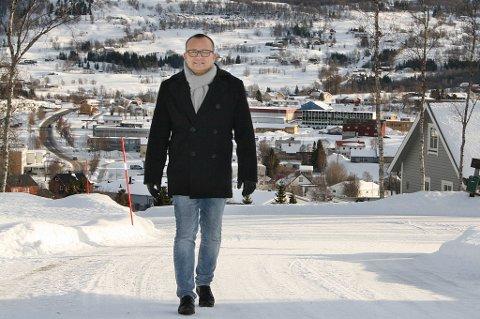 VELKOMMEN: Ordfører Jan-Eirik Nordahl på vandring i et av de nye boligfeltene i Sørreisa.