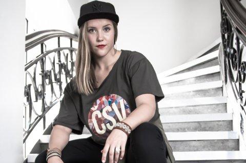 UNGKUNSTNER: Danseren Anna-Katri Helander er årets ungkunstner på Riddu Riddu-festivalen.