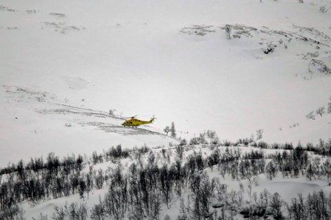 SATT INN: Alt av tilgjengelige mannskaper er satt inn i redningsaksjonen etter snøskred fra Kavringtinden.