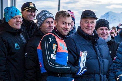 Petter Northug jr. hadde en hyggelig Tromsø-tur sist, med kongepokal som gevinst. Han skulle egentlig delta på NNM i Tromsø denne helga, men skikongens leppe har satt en stopper for det.