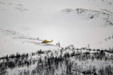 TO TATT: To av turfølget på fire ble begravet under snøskredet