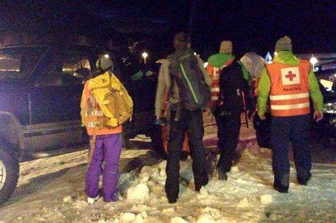 STORUTRYKNING: Store lete- og redningsmannskaper fra nødetatene og frivillige organisasjoner rykket ut til Lyngseidet etter at skredet gikk i går ettermiddag.