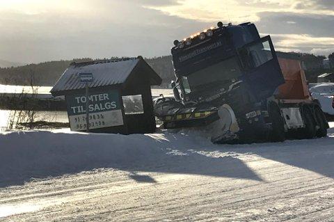 Denne brøytebilen var uheldig på Senja. Foto: Susanne Noreng