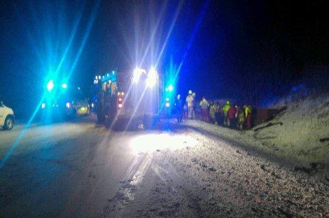 ULYKKE: En trailer og en personbilen kolliderte på E8 ved Norkjosbotn i desember 2015. En mann i 30-årene ble fraktet til UNN etter ulykken. Arkivfoto: Dag Tore Larsen.