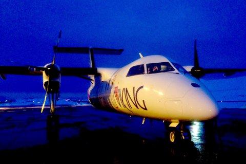 Kaptein Stig Roald Thuv og kompani gjør seg klar til avgang på Hammerfest lufthavn. Foto: Ragnar Nicolaysen Teisrud