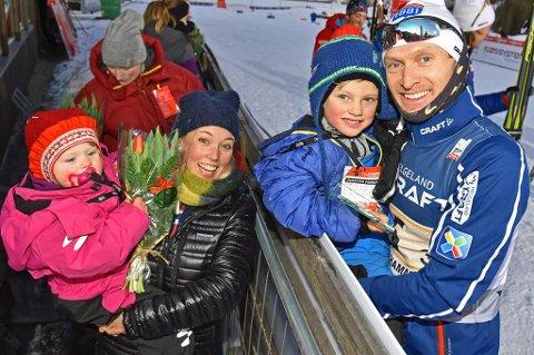 Håvard Klemetsen (t.h) legger opp toppsatsingen som kombinertløper. 38-åringen skal prioritere familien fremover.