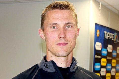 Otto Fredrikson er ansatt i TILs markedsavdeling. Nå går den tidligere finske landslagskeeperen også inn i A-stallen.