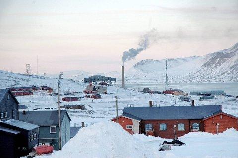 300 MILLIONER: Staten overtok fredag formelt eiendommen Austre Adventfjord, som ligger på den andre siden av fjorden fra Longyearbyen (bildet).