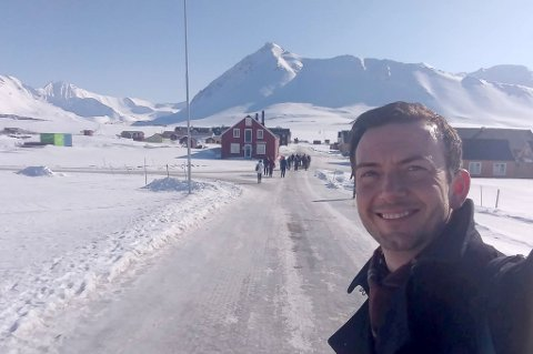 I NY-ÅLESUND: Stortingsrepresentant Kent Gudmundsen (H) var i Ny-Ålesund onsdag.