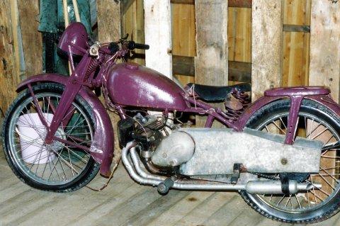 SAVNET: Denne motorsykkelen er stjålet og etterlyses av Midt-Troms Museum. Det er en engelskprodusert Kondor fra 1938 som tilhørte Nikolai Kaperdal.