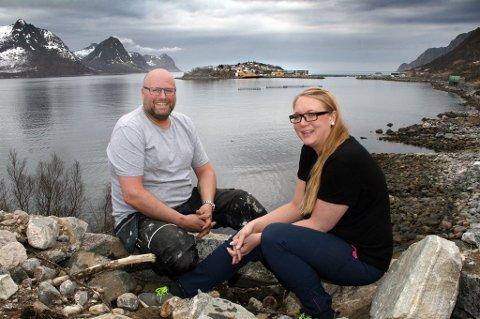 Thor Meland og Susanne Johnsen har spektakulære omgivelser å vise fram til gjestene.