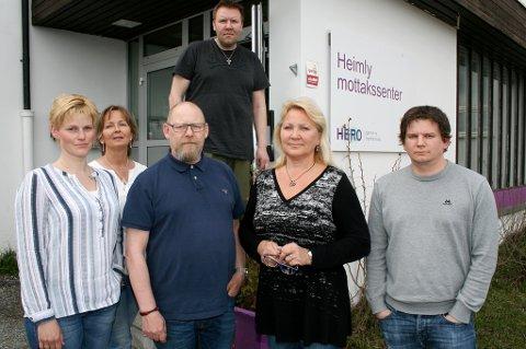MISTER JOBBEN: Anne Jørgensen (t.v.), Anne Nordtømme, Morten Fagerli, Ronny Larsen (bak), Marita Thomassen og Anders Berntsen er seks av de ansatte ved Heimly mottak som fikk dårlige nyheter tirsdag.