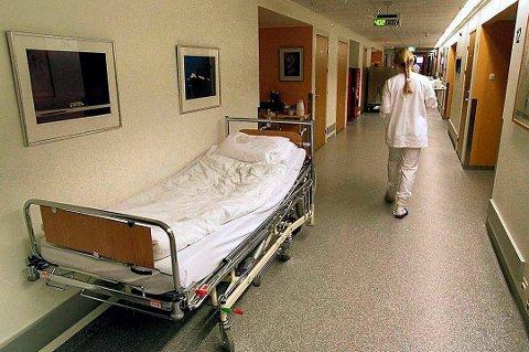 Pasienter som må ligge på korridoren har lenge vært et problem ved UNN.