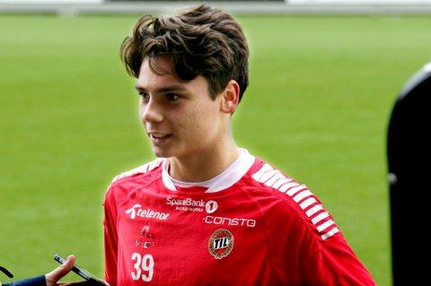 16 år gamle Sigurd Grønli har, blant annet etter to mål for TIL 2 i forrige kamp, fått sjansen til å trene med TILs A-lag. Unggutten får godt med ros av trener Bård Flovik for sin modenhet som spiller.