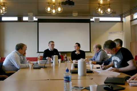 LUKKET MØTE: Kontrollutvalget i Lenvik før vedtaket om å lukke dørene ble fattet.