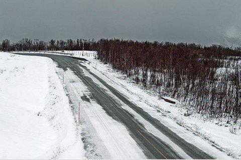 VINTERFØRE: Det er kommet inn meldinger om sørpeføre på E6 i Nord-Troms. Her er søndag E6 i Djupvik søndag klokken 11.00
