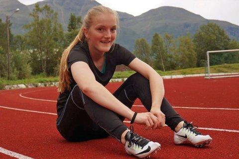 STORTALENT: Maria Helene Fagerli (15) fra Storfjord satte ny kretsrekord for seniorer på hundre meter forrige helg, og har den åttende beste seniortiden i landet så langt.