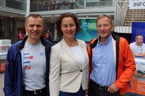 KLAR FOR LØPSFEST: Daglig leder i MSM, Nils I. Hætta (f.v), ordfører Kristin Røymo og styreleder i MSM, Karl-Johan Jakola håper på over seks tusen deltakere under årets MSM.