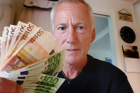 - Jeg tok fri hele dagen for å dra til Harstad. Men da jeg kom i banken var beskjeden at jeg ikke kunne sette inn pengene, forteller Trond Jæger. Foto: Privat