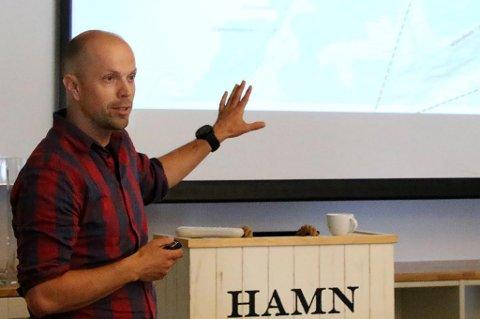 SKREDEKSPERT: Tore Humstad har det faglige ansvaret for skredovervåking og skredvarsling i Vegdirektoratet.