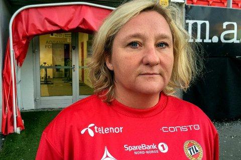 Beate Andersen, leder for yngres avdeling i TIL, er sterkt kritisk til hærverket klubbens spillere utførte. Nå sendes hele laget med ledere og familier til Luleå for å beklage og snakke med ledelsen i klubben som eier banen.